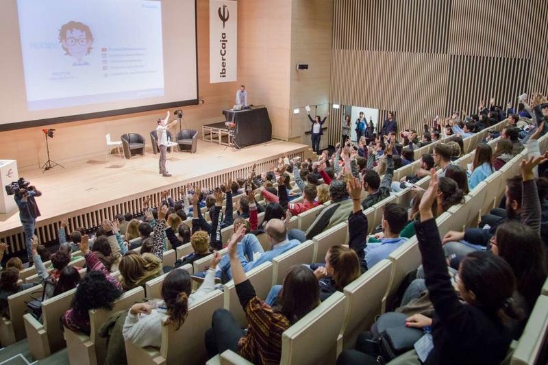Vara aboga por retener el talento de los jóvenes para afrontar el futuro de la región