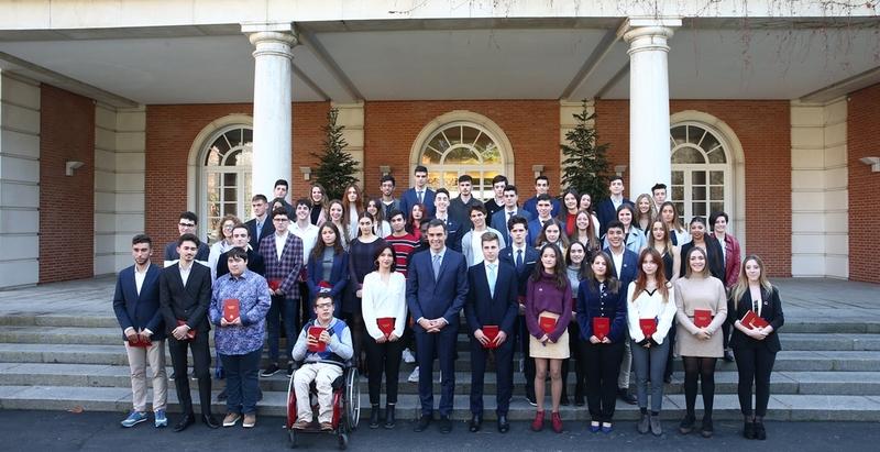 Dos jóvenes extremeños participaron en un encuentro con Pedro Sánchez en Moncloa con motivo de los 40 años de la Constitución