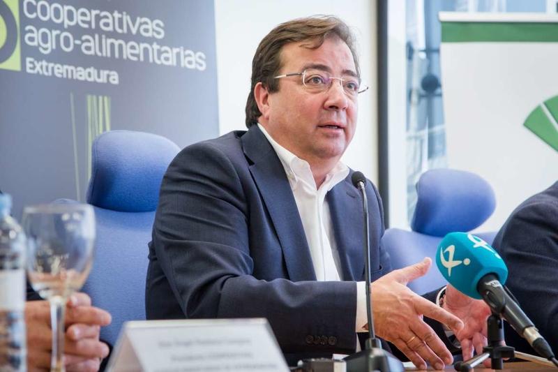 Fernández Vara destaca la importancia del sector cooperativo para el futuro de la región como elemento dinamizador de la economía