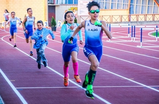La consejera de Cultura e Igualdad inaugura la nueva pista de atletismo de Villafranca de los Barros