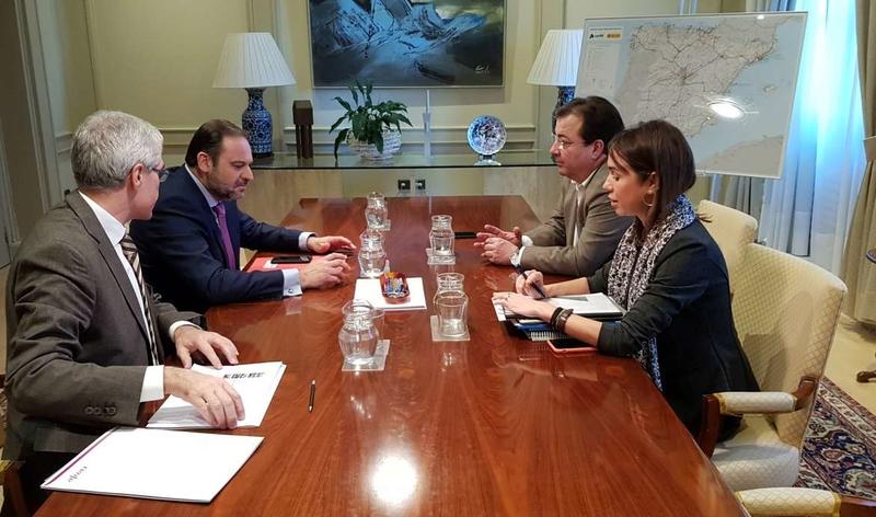 Fernández Vara se asegura el compromiso inversor de Fomento en materia ferroviaria para 2019