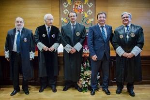 Fernández Vara asiste a la toma de posesión del presidente de la Audiencia Provincial de Badajoz