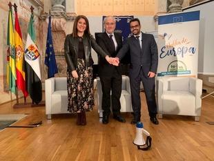 Rosa Balas defiende la importancia de la juventud en el futuro de la UE, en la jornada 'Habla de Europa' celebrada en Olivenza