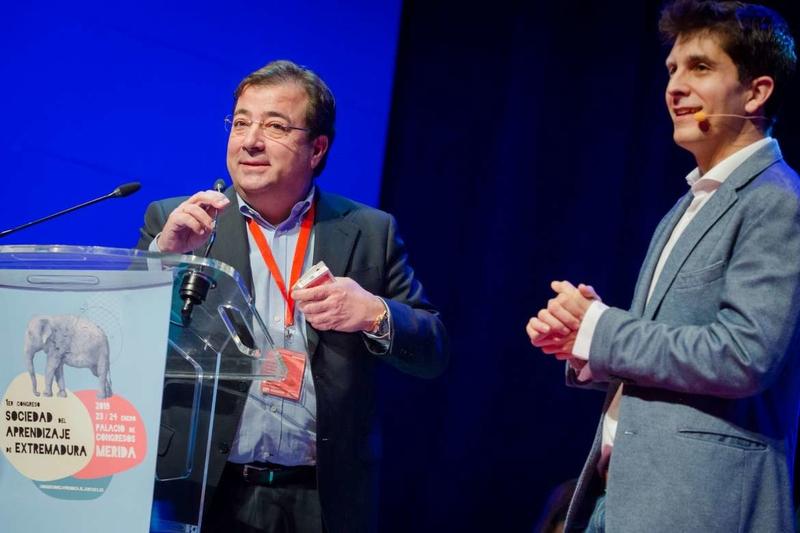 Fernández Vara aboga por el aprendizaje y la enseñanza a lo largo de la vida