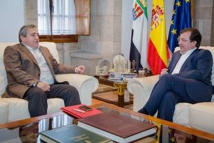 Vara analiza con el rector de la UEX la situación actual de la universidad y posibles medidas de futuro