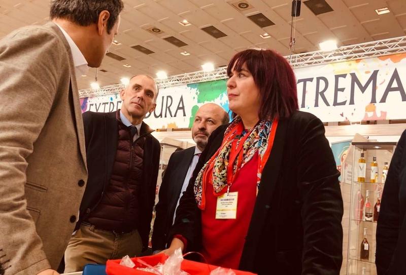 La Junta apoya al sector hortofrutícola en Berlín, potenciando su comercialización, y presenta la marca de garantía de la ciruela