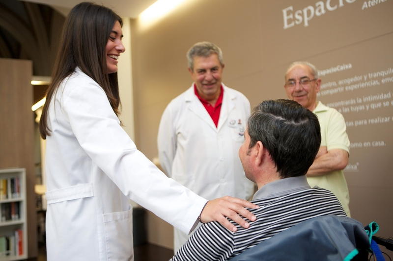 La Consejería de Sanidad  y  'la Caixa' renuevan el compromiso que ha permitido atender a más de 5.000 extremeños al final de la vida