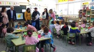 Esther Gutiérrez visita los centros de Oliva de la Frontera en los que la Junta de Extremadura invertirá casi 375.00 euros