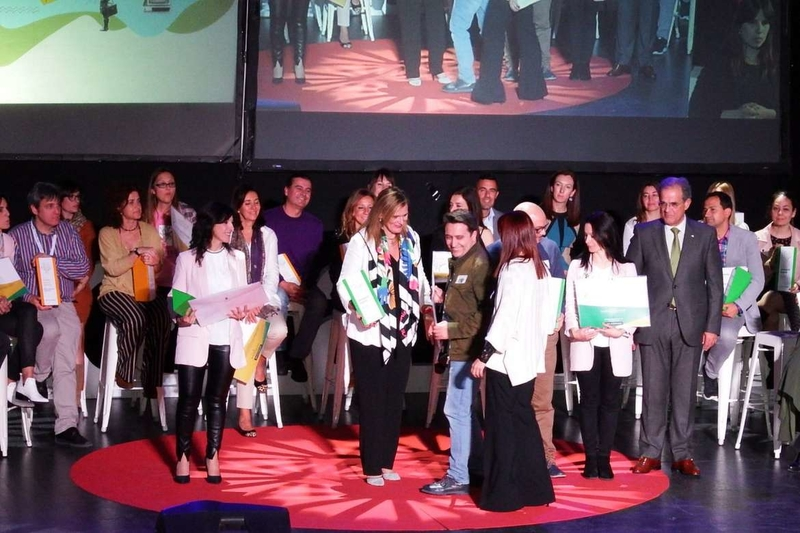 Educación premia 33 proyectos educativos de docentes y centros extremeños por su innovación y buenas prácticas