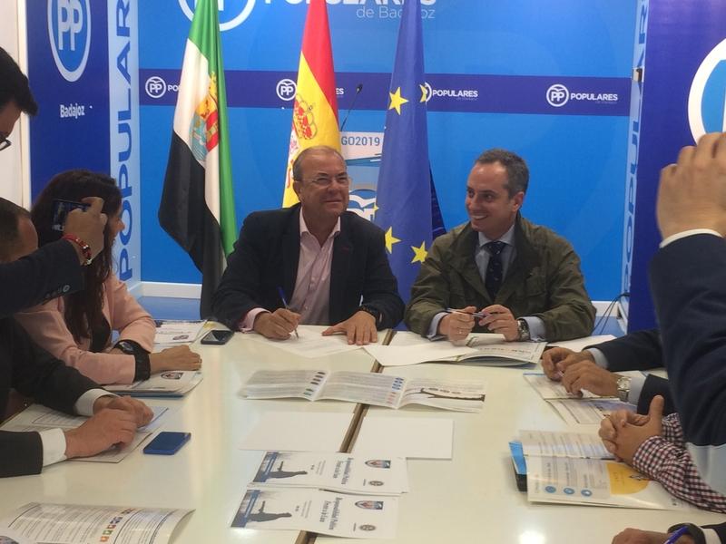 Monago apoya la caza firmando el decálogo presentado por Fedexcaza