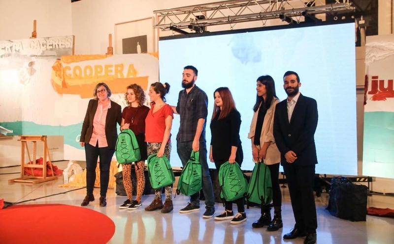 Leire Iglesias entrega las becas Berta Cáceres a Jóvenes Cooperantes de Extremadura