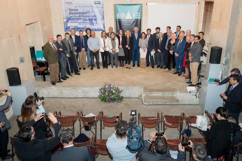 Fernández Vara aboga por la sostenibilidad de los espacios arquitectónicos para que los ciudadanos desarrollen proyecto de vida dignos