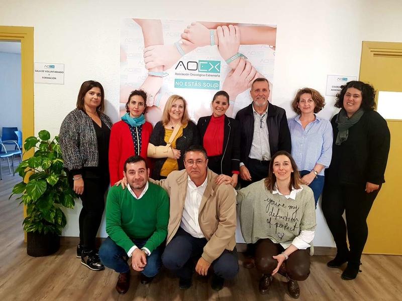 Gil Rosiña destaca el encomiable trabajo de la AOEX en beneficio de los pacientes de cáncer y sus familiares