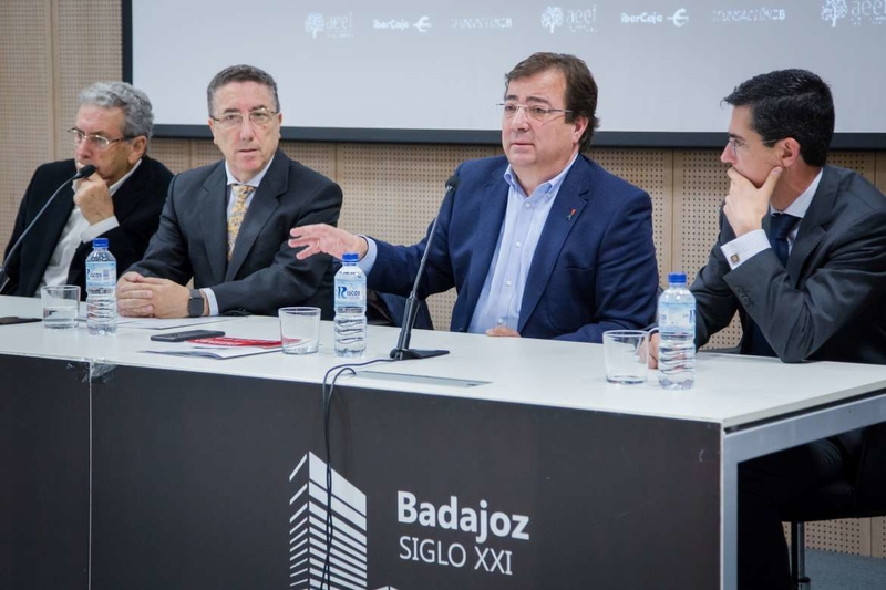 Fernández Vara subraya que Extremadura cuenta con el marco jurídico más favorable del país para el establecimiento de empresas