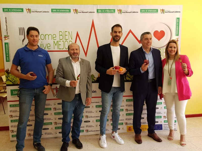 Junta y Fundación José Manuel Calderón desarrollan el programa 'Come bien, vive mejor' para el fomento de frutas y verduras en las aulas