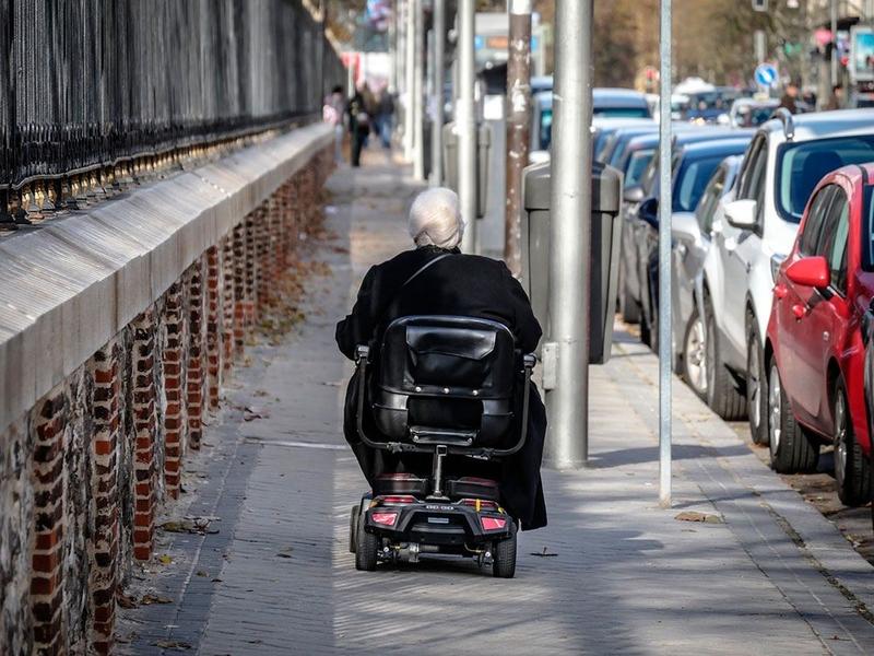 Un 66% de los extremeños con movilidad reducida precisan de ayuda para salir de sus casas