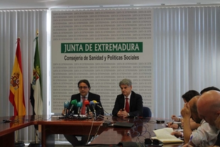 El 64 por ciento de los médicos que terminan su residencia en Extremadura trabajarán en el SES