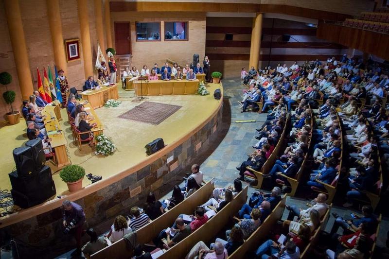 Vara asiste a la constitución de los ayuntamientos de Mérida, Alcuéscar y Olivenza