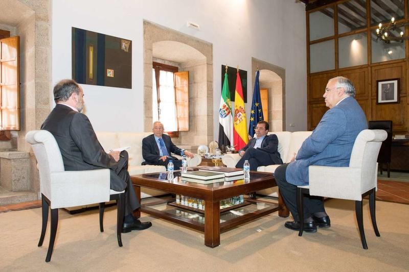 Guadalupex informa al presidente de la Junta de Extremadura de la organización de unos cursos internacionales en colaboración con la UEx