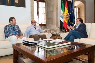 Guillermo Fernández Vara se reúne con el presidente de la Organización de Profesionales Autónomos de Extremadura
