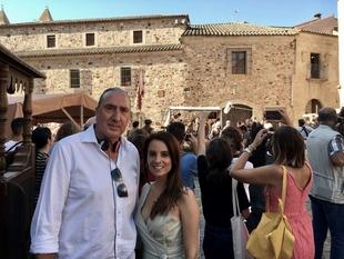 La consejera Nuria Flores afirma que los rodajes de cine y televisión en la región ponen en valor el patrimonio y potencian el turismo