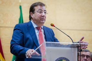 El presidente extremeño afirma que la Universidad de Extremadura ha sido pieza fundamental en el progreso de la región