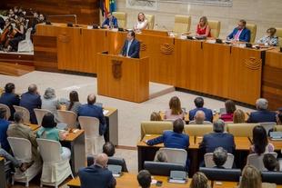Vara plantea una amplia reivindicación ante el Gobierno de España en el discurso institucional del Día de Extremadura