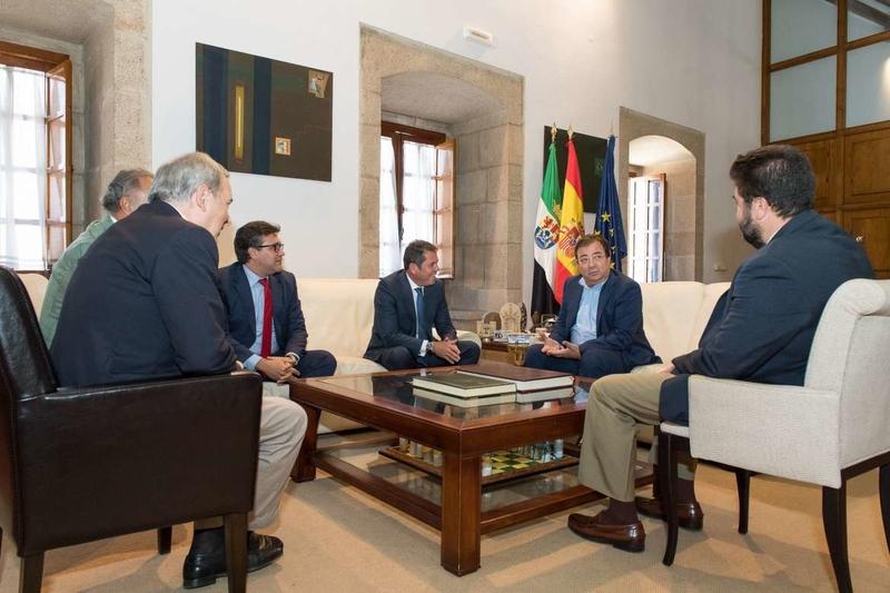 Fernández Vara se reúne con el presidente de CEPYME