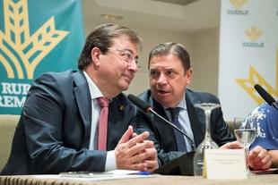 Fernández Vara aboga por situar a los productores en el proceso de cadena alimentaria para garantizar el futuro de la agricultura