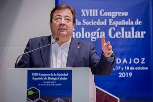 Fernández Vara destaca la importancia de los medicamentos biológicos en la medicina actual