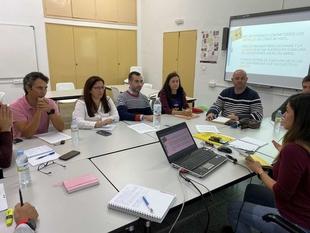 La Consejería de Educación abre el proceso de selección para el programa 'Centros que aprenden enseñando'