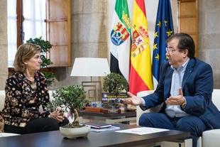 El presidente de la Junta se reúne en Mérida con directivos de la Fundación Caja Extremadura