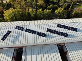 La Junta instala paneles fotovoltaicos en varios edificios públicos para fomentar el autoconsumo