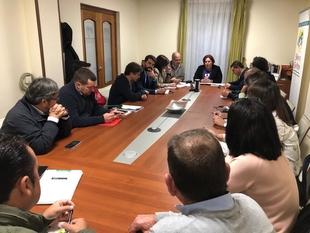 Begoña García detalla a representantes municipales de Sierra San Pedro las obras en Valle de Jola para prevenir incendios forestales