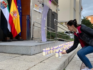 Una vela por cada una de las 52 mujeres asesinadas este año