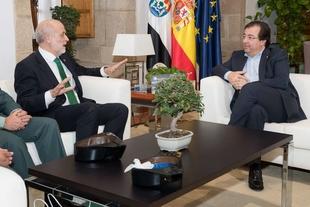 Fernández Vara se reúne con el director de la Guardia Civil