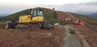 La Junta invierte 2,8 millones en maquinaria de obras públicas para la conservación y mantenimiento de caminos rurales