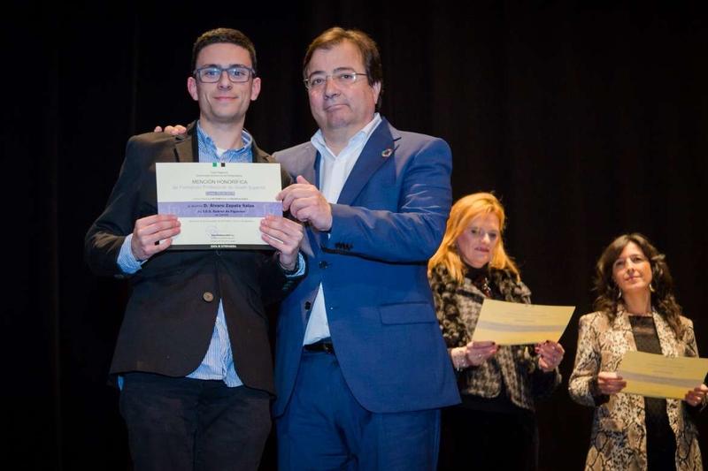 El presidente de la Junta destaca el esfuerzo y la excelencia académica de los alumnos galardonados con los Premios Extraordinarios de Educación