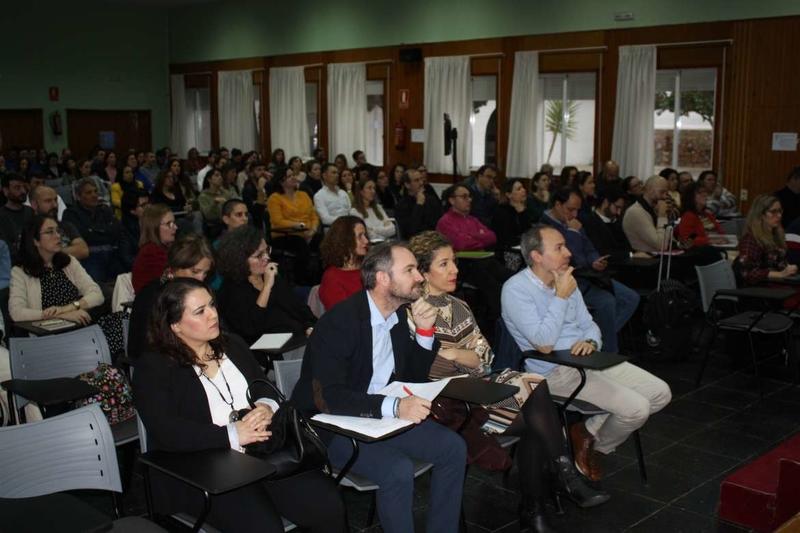 Educación aborda la utilización de Internet de manera segura y preventiva entre el alumnado en la V Jornada Regional 'Conectado y Seguro'