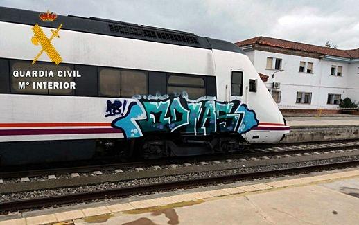 La Guardia Civil detiene a un joven por realizar ''Graffitis'' en vagones de las estaciones