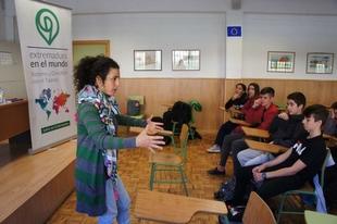 La Junta pone en marcha un programa en centros educativos para visibilizar los proyectos de extremeños en todo el mundo