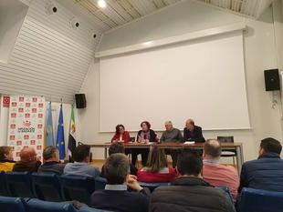 La Junta de Extremadura invierte 3,4 millones de euros en potenciar la red de caminos y maquinaria de la Campiña Sur