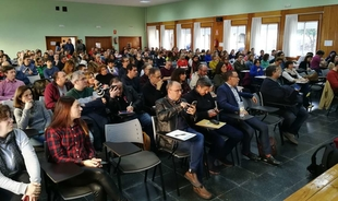 Educación invita a los 220 centros que tienen radio educativa a que la abran a su entorno