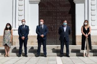 Minuto de silencio en memoria de las personas fallecidas por la pandemia