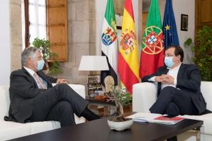 El presidente de la Junta de Extremadura se reúne con el embajador de Portugal en España