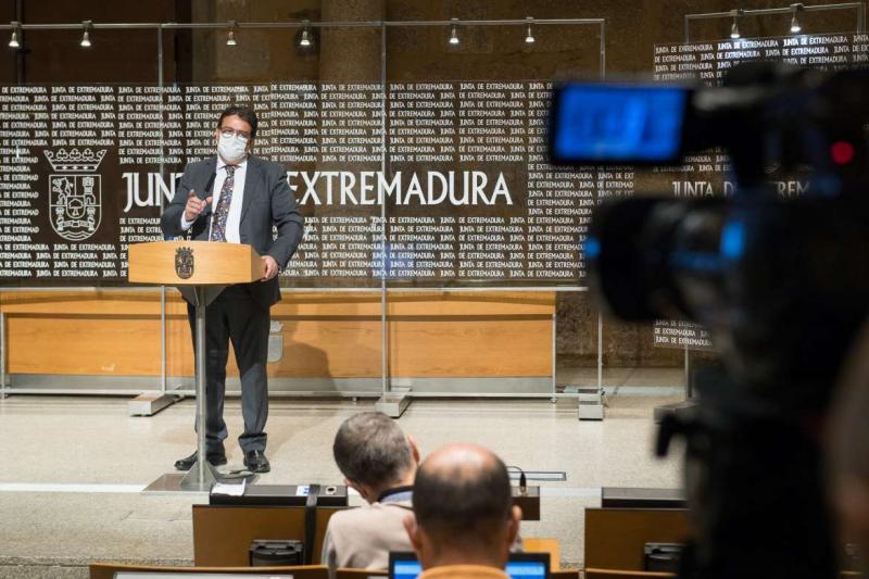 Extremadura notifica 265 positivos por Covid-19 y cuatro personas fallecidas, a la vez que declara once brotes y cierra cinco