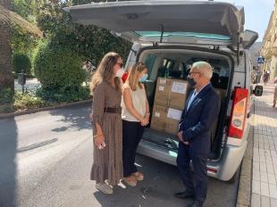 El Gobierno envía a Extremadura 338.000 mascarillas que la Delegación distribuirá desde hoy a ayuntamientos y entidades sociales
