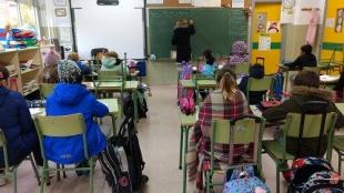 La Junta envía a los centros aclaraciones sobre la ventilación de las aulas en invierno para que el alumnado no pase frío