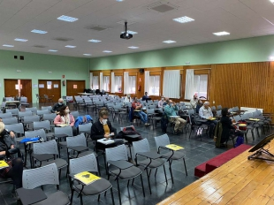 Veintitrés centros educativos participan en una sesión virtual sobre el programa 'Centros que aprenden enseñando'