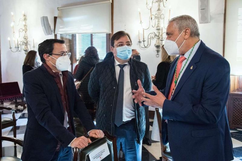 Fernández Vara asiste al pleno extraordinario de la Diputación Provincial de Cáceres que ha nombrado a Carlos Carlos como nuevo presidente